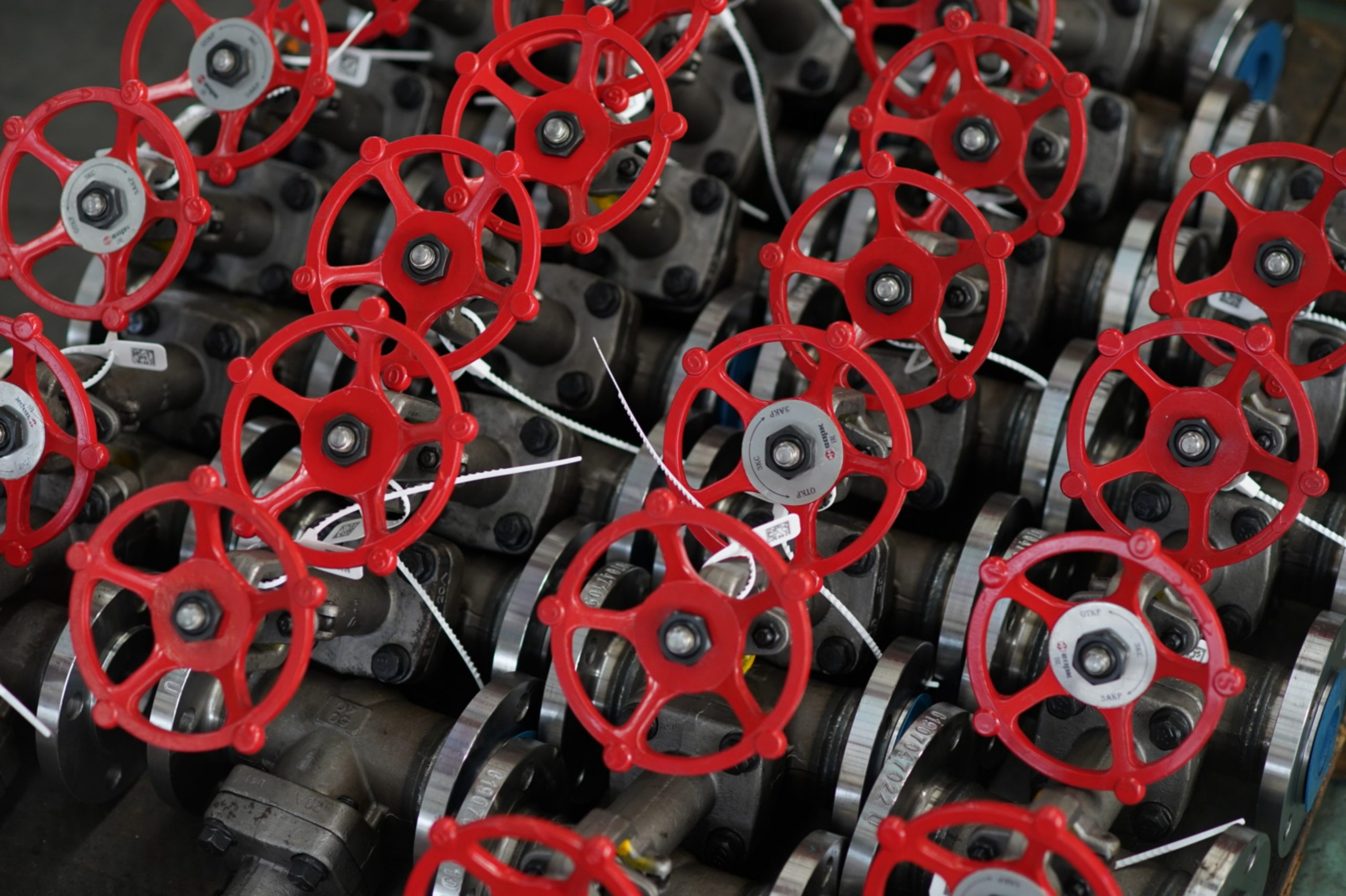 Tight sealing red painted gate valves ready to be delivered from the gate valve manufacturer